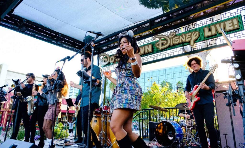 http://dtldisco Dim The Lights @ Downtown Disney 03.17.19 - https://retrohitstributes.com photos by: http://hifiphotography.com